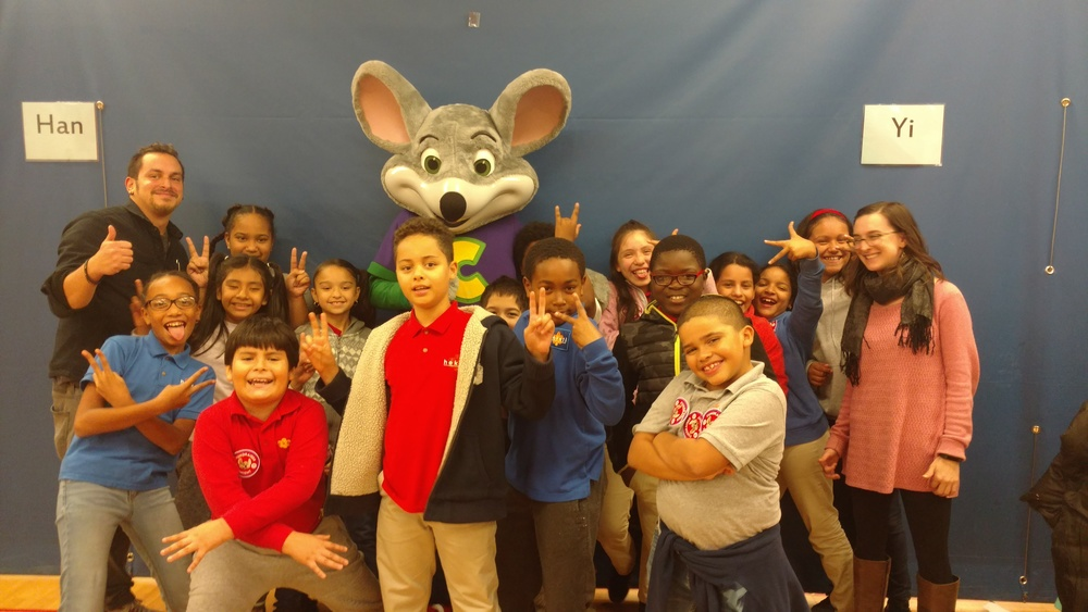 Chuck E. Cheese's Supports Heketi! / ¡Chuck E. Cheese's apoya Heketi!